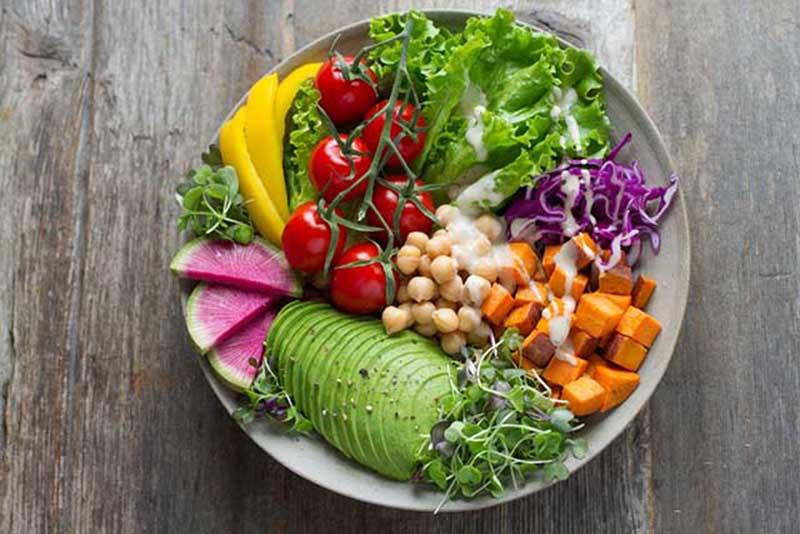 Người bệnh nên ăn nhiều rau xanh để bổ sung chất xơ