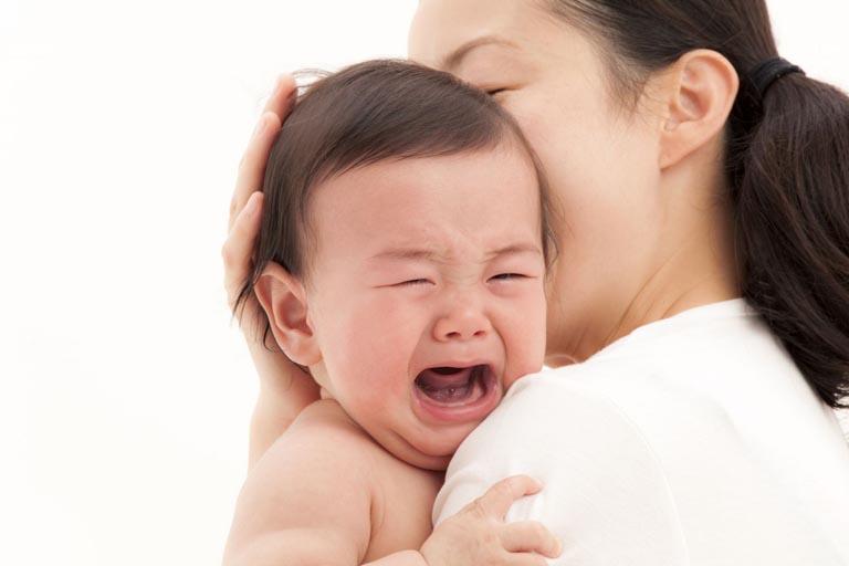 Viêm thanh quản khiến trẻ quấy khóc, bỏ ăn