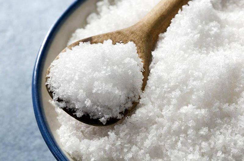 Muối có tác dụng kháng viêm, sát khuẩn, trị ngứa ngáy hiệu quả