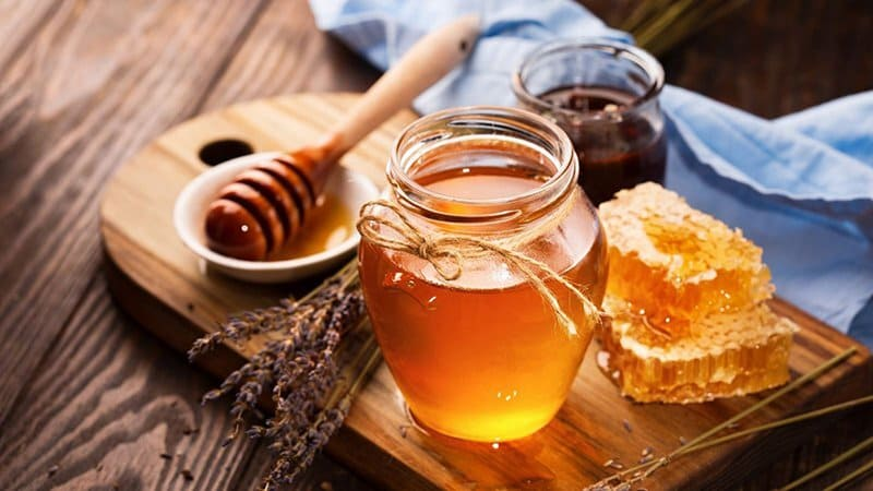 Mật ong có vị ngọt, tính ấm rất tốt cho hệ tiêu hóa đặc biệt là dạ dày