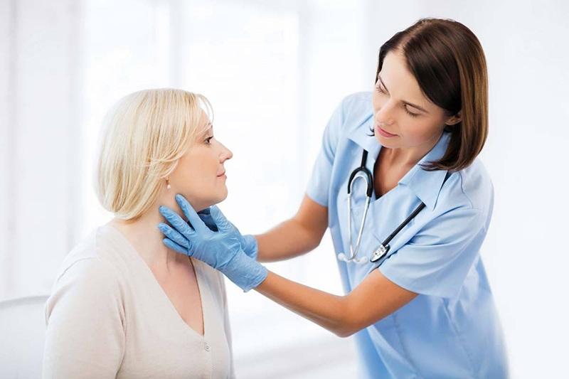 Có nhiều cách điều trị viêm họng sau cắt amidan