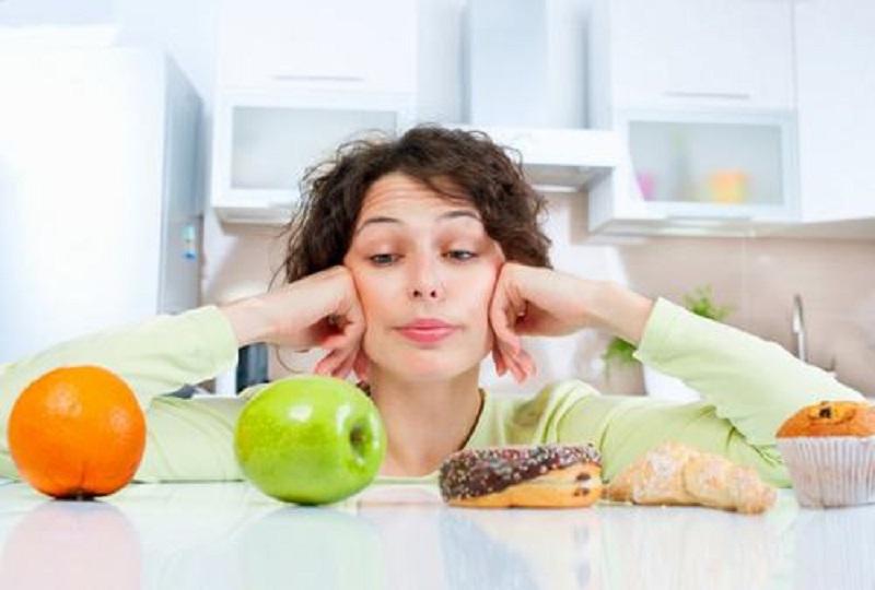 Để tránh tình trạng viêm họng sau khi cắt amidan, bạn cần kiêng khem kỹ càng trong việc ăn uống