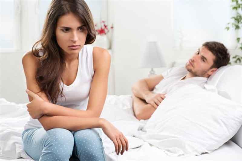 Vợ nên điều chỉnh tần suất chăn gối để không gây áp lực cho chồng