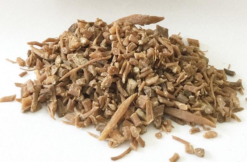 Thổ ngưu tất là nguyên liệu chính trong bài thuốc Đông y ở thể tà nhiệt truyền lý