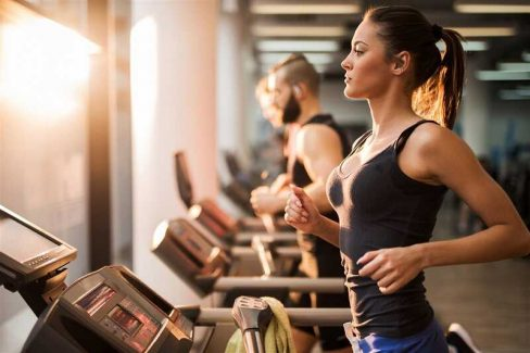 Đau vai gáy có nên tập gym không? - Bị đau gáy khi tập gym khiến nhiều người lầm tưởng mình không phù hợp với tập gym
