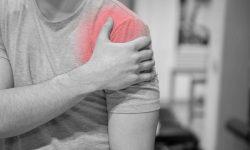 Đau vai gáy kéo dài làm hạn chế khả năng vận động cổ