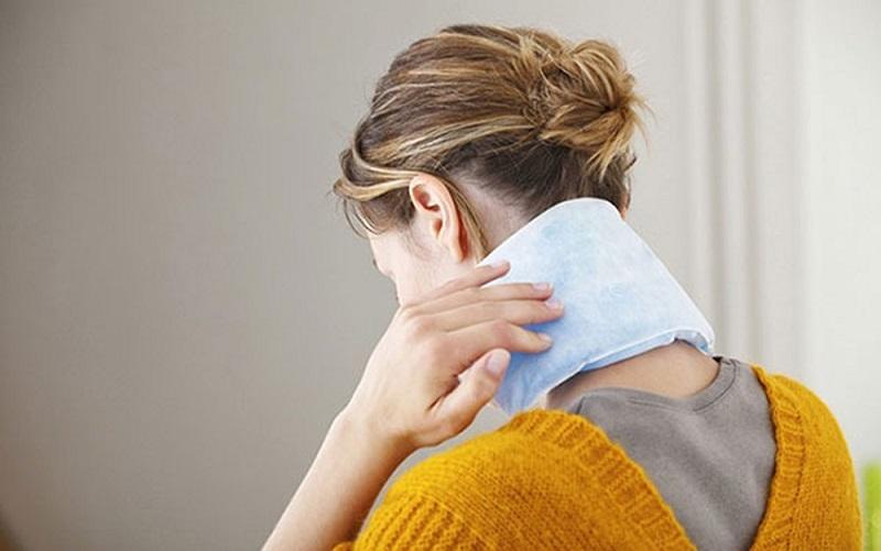 Chườm đá lạnh giúp làm giảm đau hiệu quả