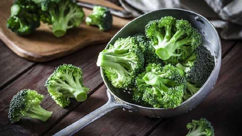 Cần bổ sung nhiều rau xanh cho người bị đau xương khớp