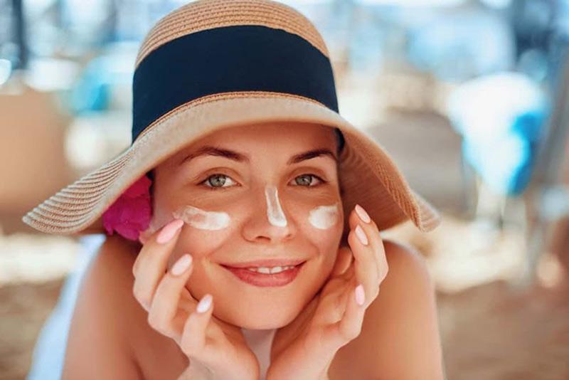 Thoa kem chống nắng giúp bảo vệ da rất hiệu quả