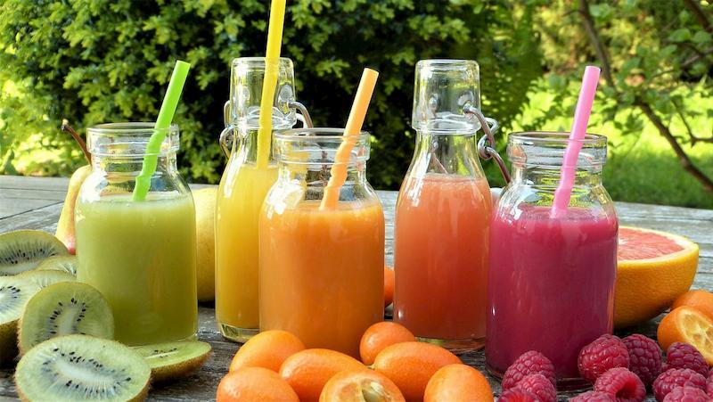 Ăn trực tiếp hoặc uống nước ép rau của quả là cách phòng ngừa triệu chứng bệnh hiệu quả