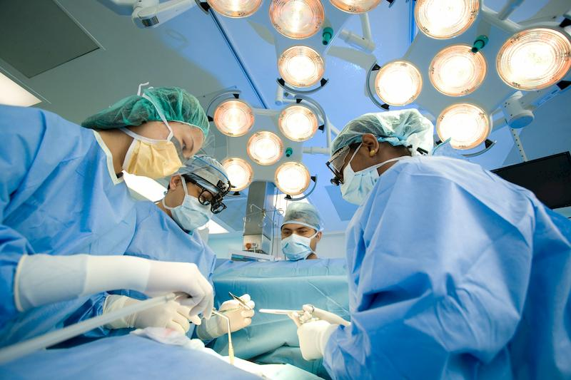 Người bệnh cần cân nhắc trước khi thực hiện phẫu thuật để tránh gặp phải những vấn đề rủi ro trong và sau phẫu thuật