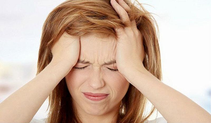Rối loạn hormone khiến da tiết nhiều bã nhờn, tạo điều kiện mụn phát triển