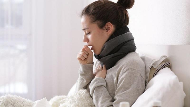 Người bệnh có các biểu hiện như sốt cao đột ngột, ho nhiều, đau rát cổ họng, sưng amidan...