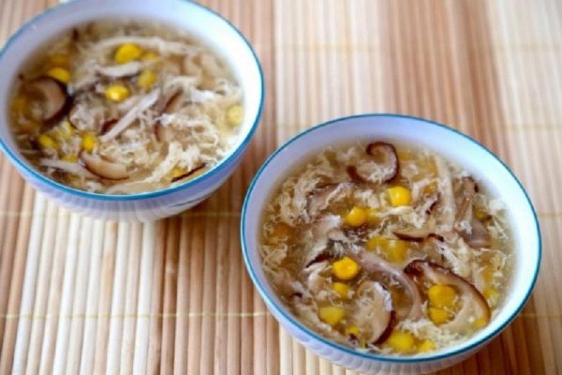 Món súp gà với nấm hương rất bổ dưỡng cho người bị amidan