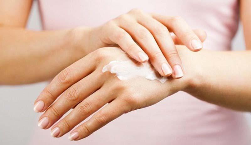 Các loại kem/mỡ bôi được dùng trong điều trị nội khoa