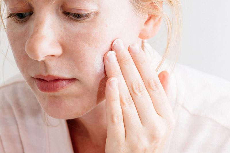 Người bệnh nên chăm sóc da cẩn thận, tránh làm bệnh nặng hơn