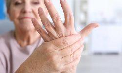 Viêm đa khớp xảy ra khi người bệnh bị đau nhiều khớp, ít nhất từ 3 khớp nhỏ trở lên