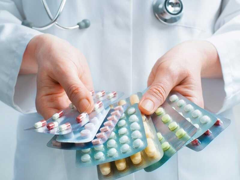 Sử dụng thuốc kháng viêm, giảm đau để điều trị triệu chứng bệnh