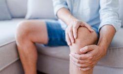 Người bệnh có cảm giác đau nhức dữ dội ở các khớp, nhất là khi vận động