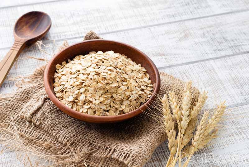 Các loại thực phẩm giàu tinh bột có lợi cho mẹ bầu bị đau dạ dày như bánh mì, yến mạch, gạo lứt, khoai tây…