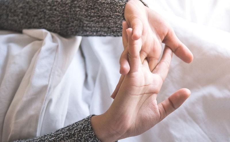 Thói quen bẻ khớp ngón tay thường gặp ở rất nhiều người và có thể gây ra tác hại khôn lường