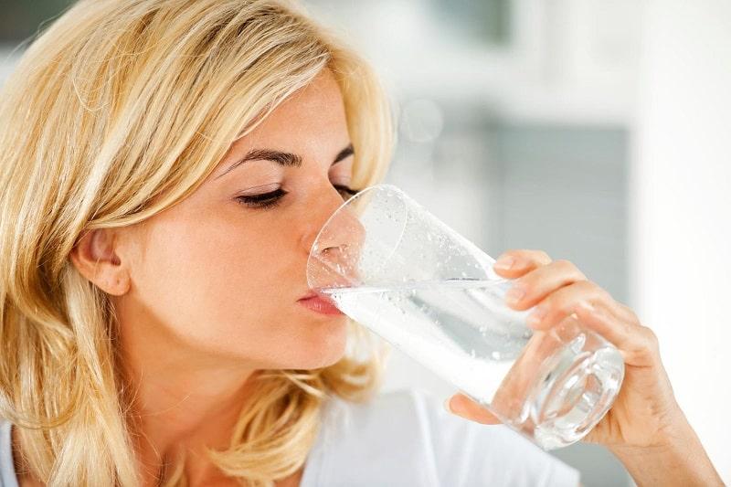 Người bệnh cần tích cực uống nhiều nước