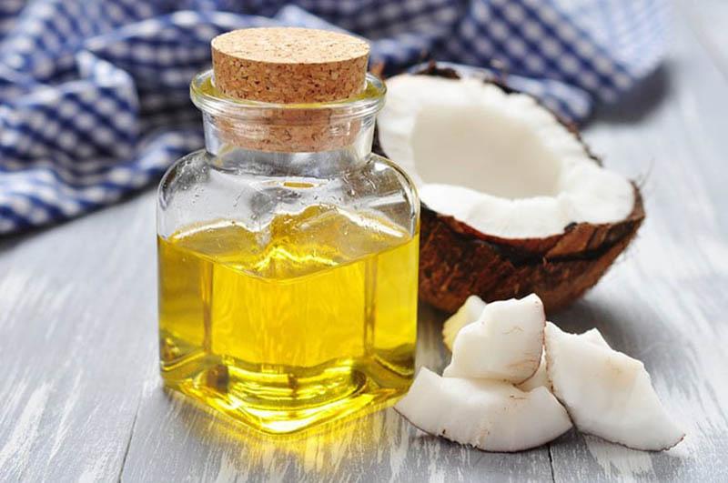 Trị bệnh chàm bằng dầu dừa được nhiều người áp dụng vì nguyên liệu dễ tìm, lành tính