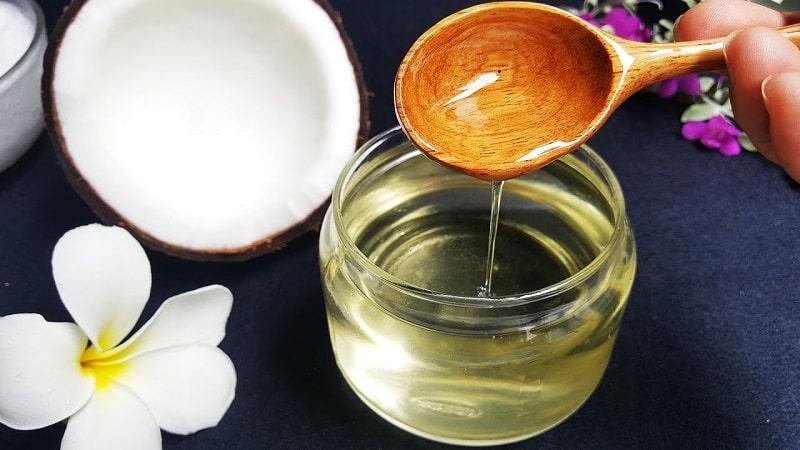 Sử dụng dầu dừa để làm mềm da