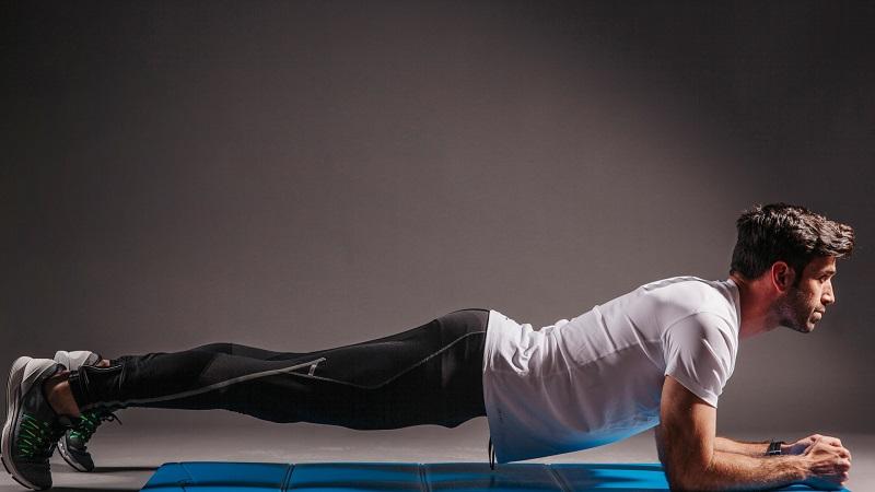 Plank là bài tập thể lực giúp phái mạnh tăng cường sức bền của cơ bắp