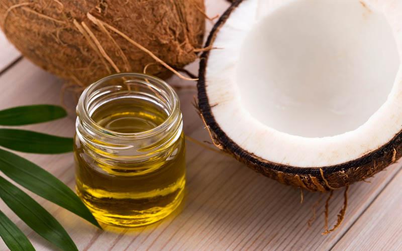 Dùng dầu dừa kết hợp với chuối xanh sẽ cho ra đời bài thuốc chữa chàm