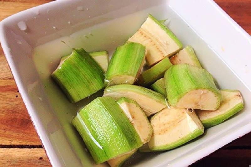 Chuối xanh có thể dùng trực tiếp để giữ trọn các dưỡng chất