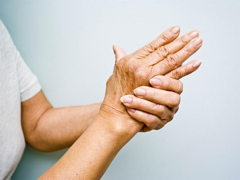 Người bệnh có thể gặp nhiều khó khăn khi vận động khớp tay