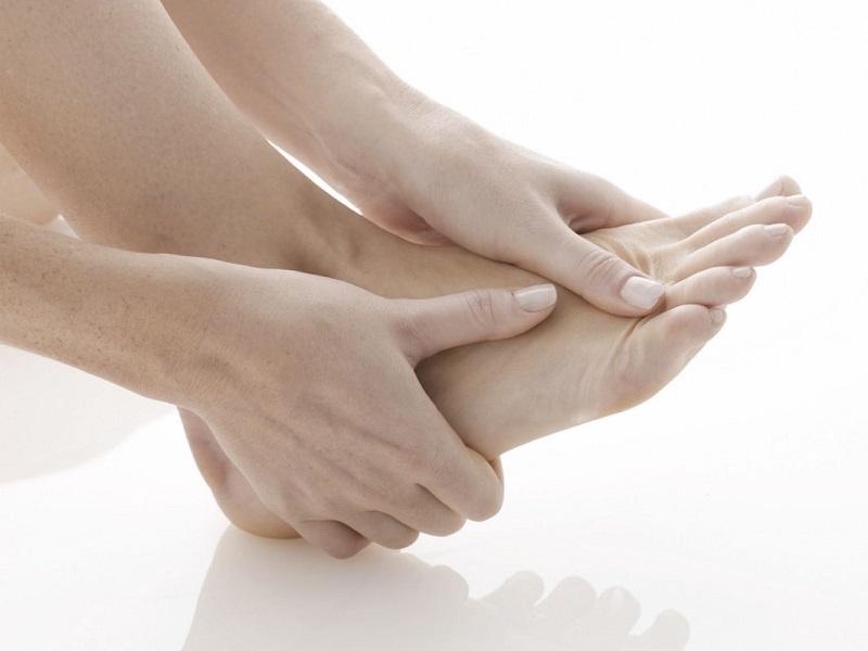 hi bị đau khớp ngón chân, sức khỏe của người bệnh sẽ bị ảnh hưởng rất nghiêm trọng.