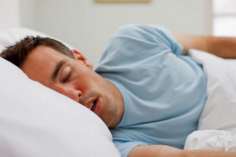 Sưng amidan kèm theo ngáy khi ngủ là dấu hiệu của bệnh phì đại amidan