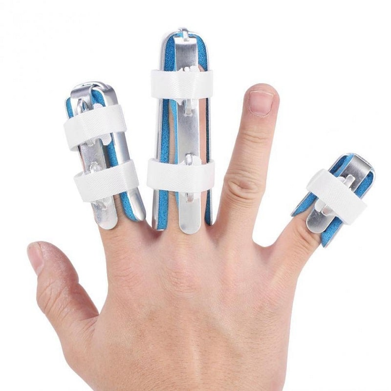 Người bệnh có thể được cố định khớp và áp dụng các phương pháp điều trị tích cực