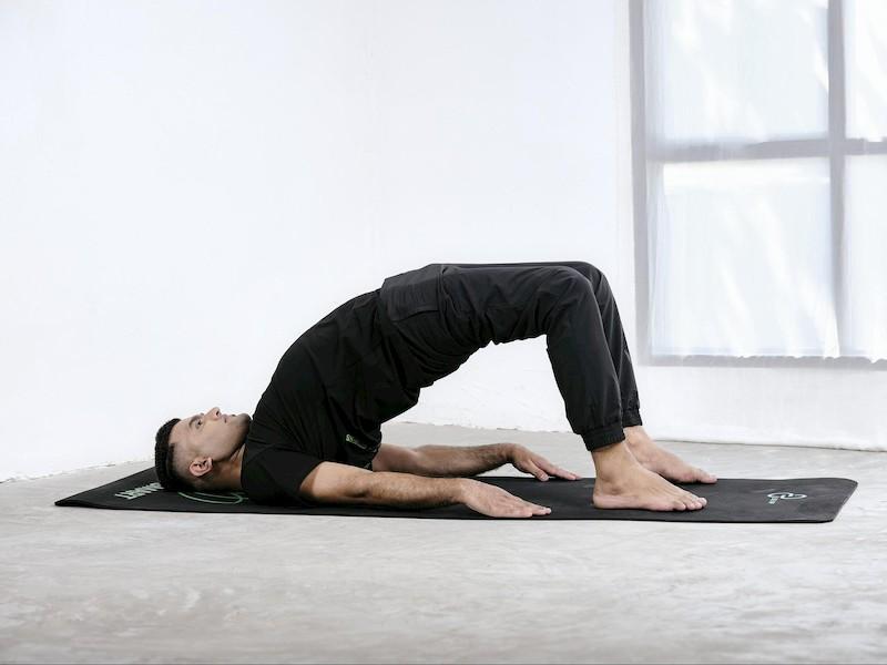 Bài tập yoga tư thế uốn cong nâng hông
