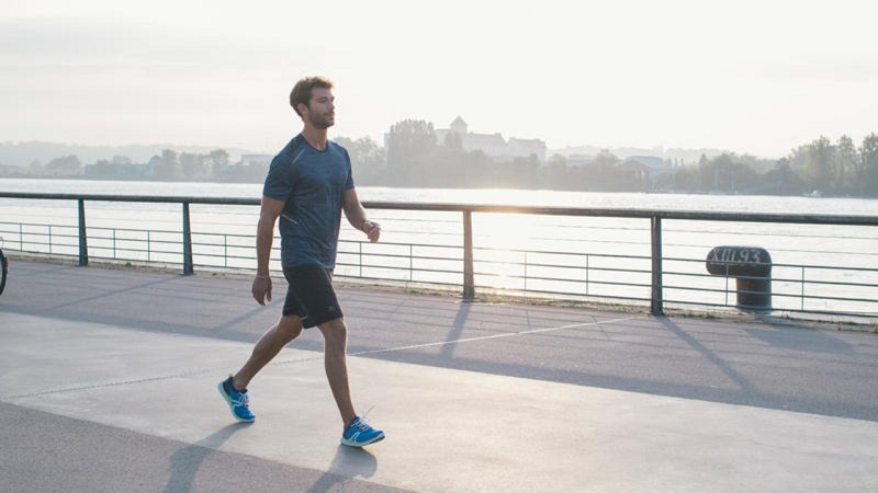 Đi bộ là cách tăng cường sức khỏe, độ dẻo dai cho cơ bắp