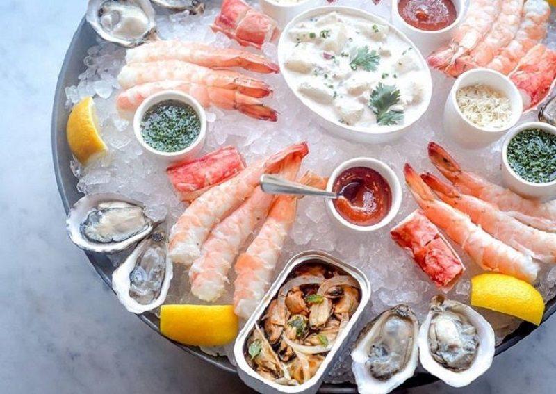 Hạn chế ăn tôm cua và những loại thực phẩm giàu đạm khác khi mắc bệnh phong ngứa