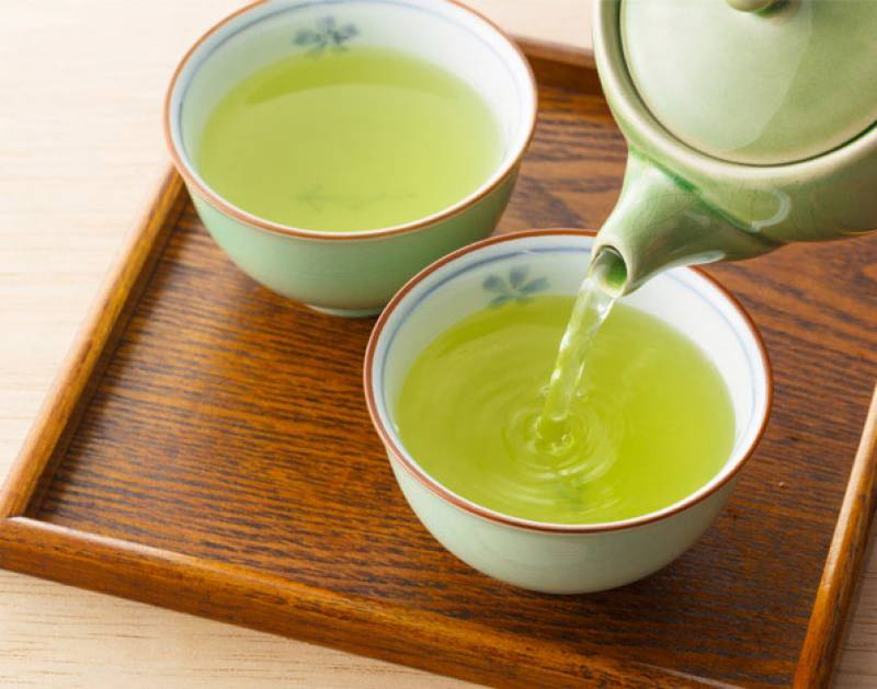 """""""Bị tàn nhang nên làm gì"""" - Bạn hãy uống nước trà xanh mỗi ngày"""