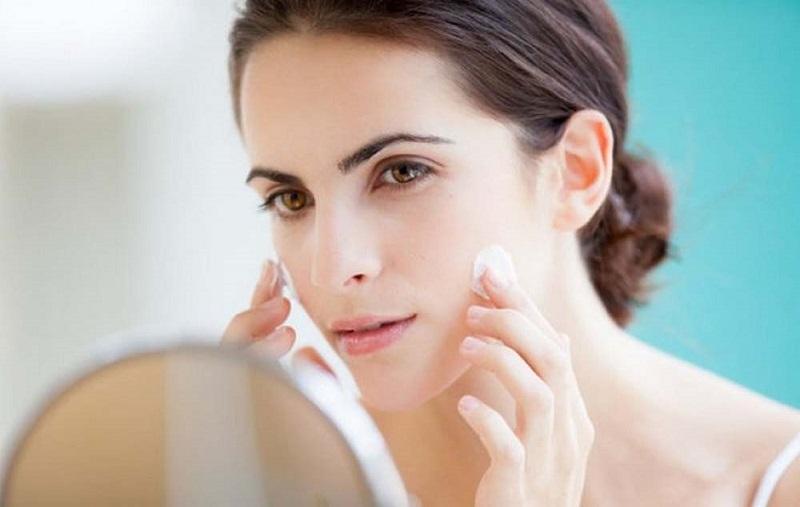 Da cần được cấp ẩm đầy đủ, phòng ngừa tình trạng bong tróc, phục hồi tổn thương da nhanh chóng