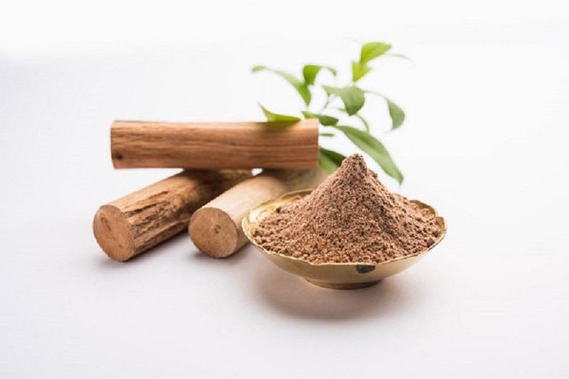 Hoạt chất beta – santalol có trong bột gỗ đàn hơn có thể ngăn ngừa sự sản sinh sắc tố melanin trên da