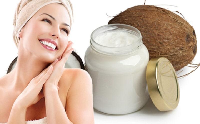 Sử dụng dầu dừa là cách làm vùng kín trắng hồng tiết kiệm nhưng vô cùng hiệu quả
