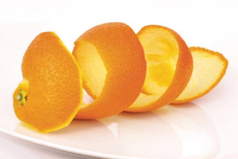 Chị em phụ nữ có thể tận dụng vỏ cam để trị thâm vùng kín