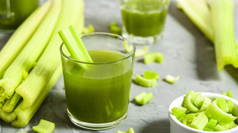 Sử dụng đồ uống tốt như nước ép cần tây để quan hệ lâu ra