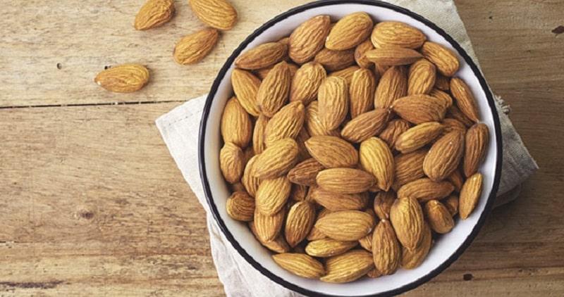 Hạnh nhân là loại hạt nguyên cám, chứa nhiều vitamin B1, vitamin E và thành phần chống oxy hóa