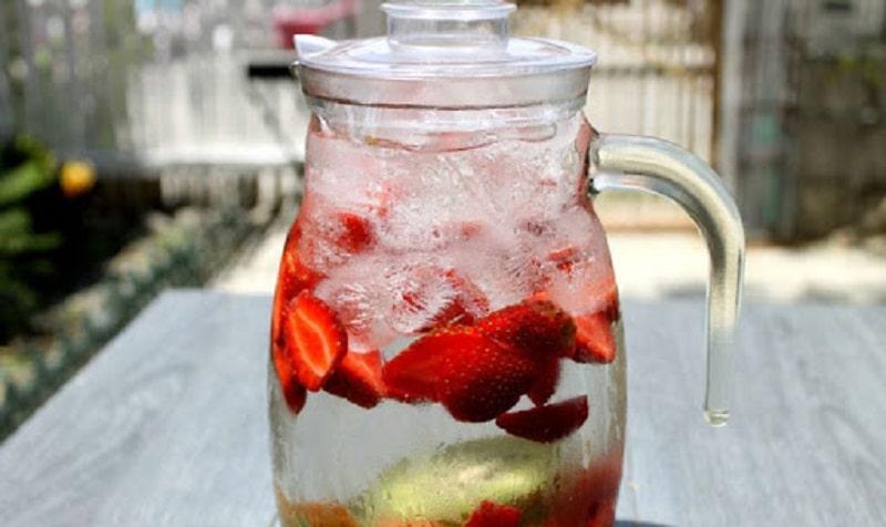 Nước trái cây dưới dạng detox giúp thanh lọc cơ thể, đào thải độc tố