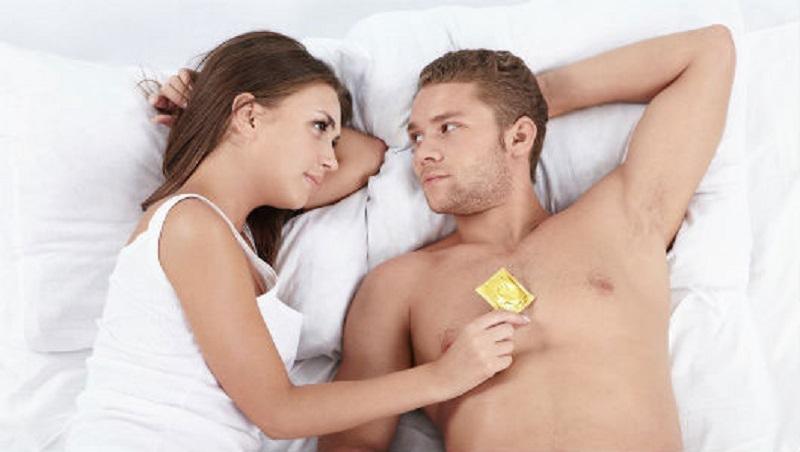 """""""Quan hệ"""" an toàn không chỉ giúp chị em tránh các bệnh viêm nhiễm phụ khoa mà còn giảm nguy cơ mắc các bệnh lây qua đường tình dục"""