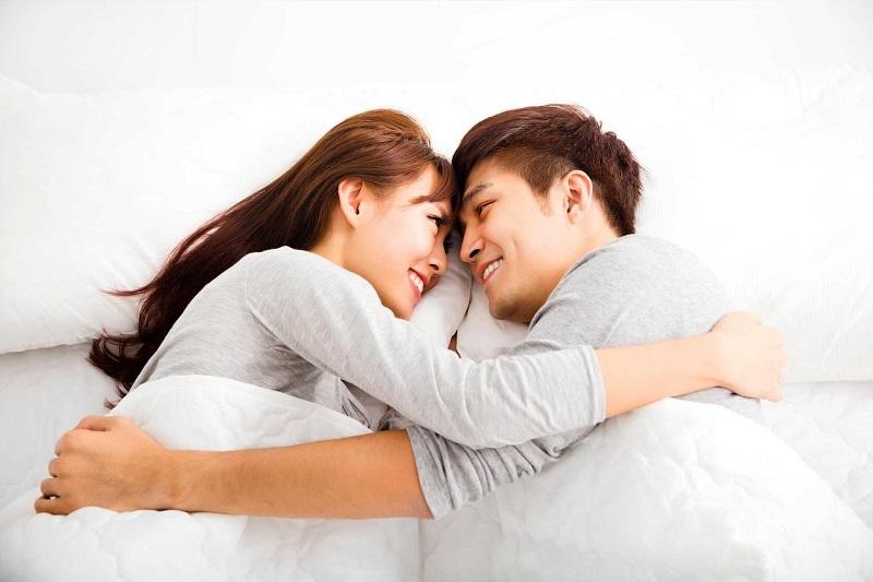 Người vợ cần trò chuyện, tâm sự, động viên chồng để cải thiện tâm lý cũng như chứng xuất tinh sớm ở nam giới