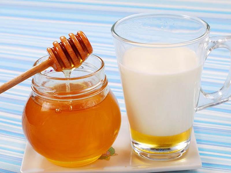 Kết hợp mật ong với sữa tươi được nhiều quý ông dùng