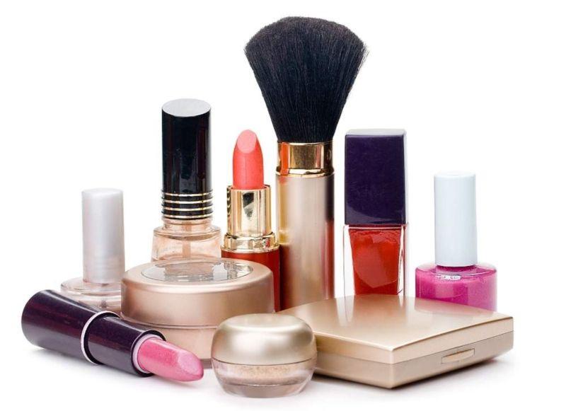 Dùng mỹ phẩm kém chất lượng là nguyên nhân phổ biến gây ra mụn ẩn sần sùi